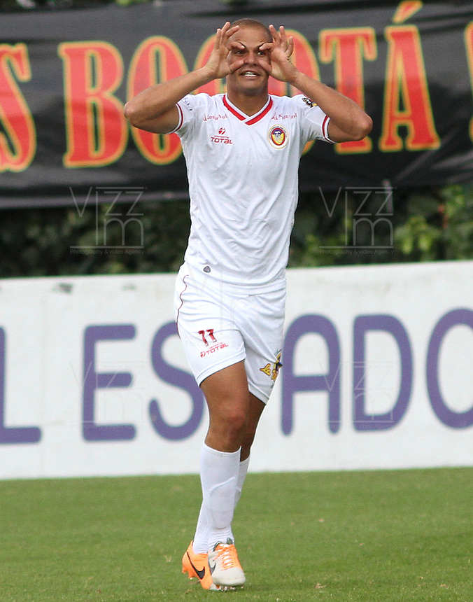 BOGOTA -COLOMBIA, 23 -AGOSTO-2014. Alan Navarro ( I) de Uniautonoma celebra su gol  contra Fortaleza   durante partido de la  sexta fecha  de La Liga Postobón 2014-2. Estadio Metroplitano de Techo . / Alan Navarro of Uniautonma celebrates his goal against Fortaleza   during match of the 6th date of Postobon  League 2014-2. Metroplitano de Techo Stadium. Photo: VizzorImage / Felipe Caicedo / Staff