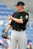 May 3, 2009:  Pitcher Rommie Lewis of the New Hampshire Fisher Cats, Eastern League Class-AA affiliate of the Toronto Blue Jays, delivers a pitch during a game at the NYSEG Stadium in Binghamton, NY.  Photo by:  Mike Janes/Four Seam Images