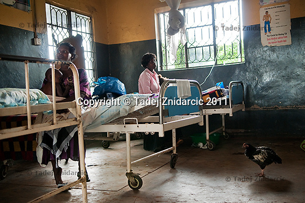 Patients in the Maanyi Health Center III, Mityana district, Uganda. Health centers in rural areas are often only poorly equiped.