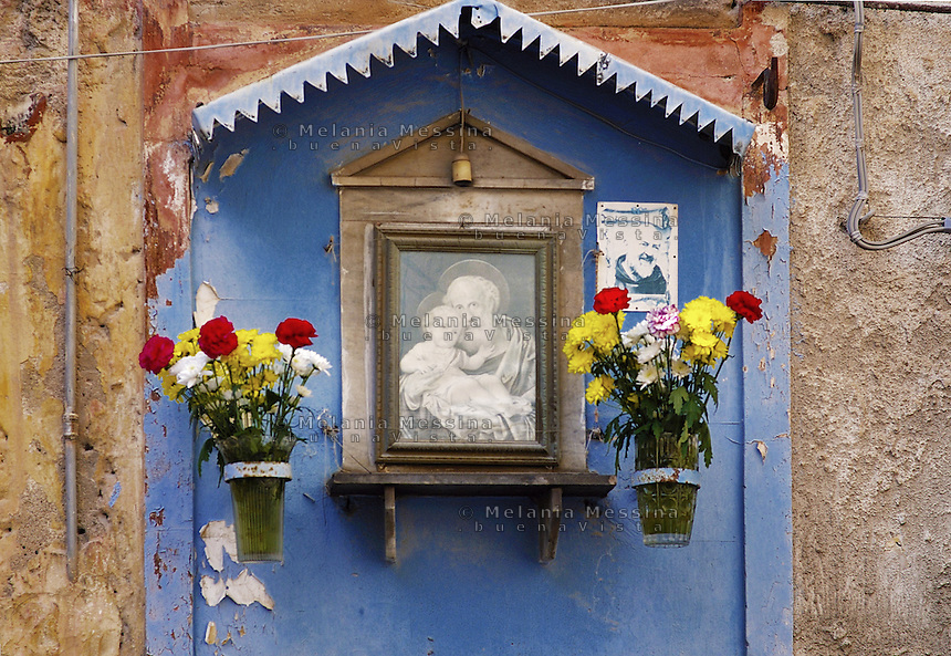 Palermo, votive shrine in the alley