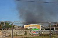 RIO DE JANEIRO, RJ,10  DE AGOSTO DE 2013 -FUMAÇA PRETA-FOCO INCÊNDIO- Fumaça preta vista próximo a Ilha do Fundão e Linha Vermelha, na zona norte do Rio de Janeiro.FOTO:MARCELO FONSECA/BRAZIL PHOTO PRESS