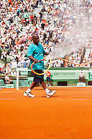 31-05-12, France, Paris, Tennis, Roland Garros, court spraying