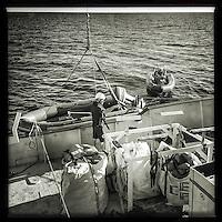 Sea Watch-2.<br /> Die Sea Watch-2 ist zu ihrer 13. SAR-Mission vor der libyschen Kueste.<br /> Im Bild: Eines der Rettungsschlauchboote (Tender) wird an Bord geholt.<br /> 19.10.2016, Mediterranean Sea<br /> Copyright: Christian-Ditsch.de<br /> [Inhaltsveraendernde Manipulation des Fotos nur nach ausdruecklicher Genehmigung des Fotografen. Vereinbarungen ueber Abtretung von Persoenlichkeitsrechten/Model Release der abgebildeten Person/Personen liegen nicht vor. NO MODEL RELEASE! Nur fuer Redaktionelle Zwecke. Don't publish without copyright Christian-Ditsch.de, Veroeffentlichung nur mit Fotografennennung, sowie gegen Honorar, MwSt. und Beleg. Konto: I N G - D i B a, IBAN DE58500105175400192269, BIC INGDDEFFXXX, Kontakt: post@christian-ditsch.de<br /> Bei der Bearbeitung der Dateiinformationen darf die Urheberkennzeichnung in den EXIF- und  IPTC-Daten nicht entfernt werden, diese sind in digitalen Medien nach &sect;95c UrhG rechtlich geschuetzt. Der Urhebervermerk wird gemaess &sect;13 UrhG verlangt.]