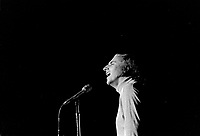 1974 ca MUS - VIGNEAULT Gilles