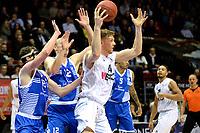 GRONINGEN - Basketbal, Donar - Landstede Zwolle, Martiniplaza,  Dutch Basketball League, seizoen 2017-2018, 12-11-2017,  Donar speler Thomas Koenes met Landstede speler Ralf de Pagter