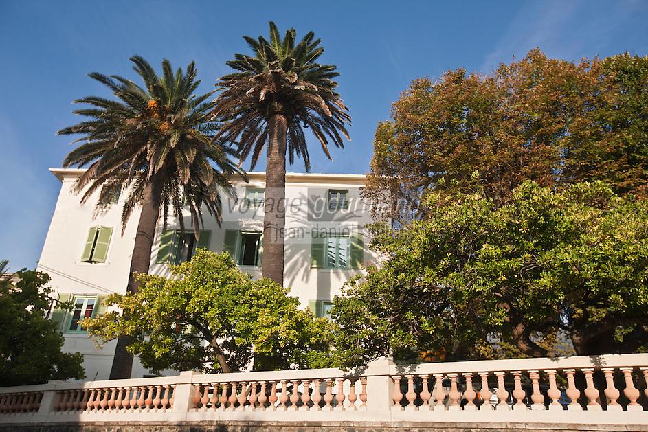 Europe/France/Corse/2B/Haute-Corse/Cap Corse/Erbalunga: l'Hôtel Castel Brando est un hôtel de charme installé dans une authentique maison de maître du XIXe siècle entourée d'un parc ombragé de palmiers et essences exotiques séculaires