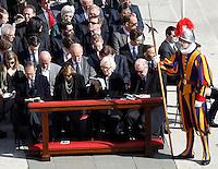 I Reali del Belgio Paola, seconda da destra, e Alberto II, destra, alla messa di Pasqua celebrata da Papa Francesco in Piazza San Pietro, Citta' del Vaticano, 27 marzo 2016.<br /> Belgium's Queen Paola, second from right, and King Albert II, right, attend the Easter Mass celebrated by Pope Francis in St. Peter's Square, Vatican, 27 March 2016.<br /> UPDATE IMAGES PRESS/Isabella Bonotto<br /> <br /> STRICTLY ONLY FOR EDITORIAL USE<br /> <br /> *** ITALY AND GERMANY OUT ***