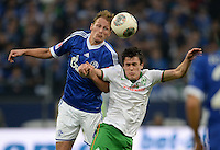 FUSSBALL   1. BUNDESLIGA   SAISON 2013/2014   12. SPIELTAG FC Schalke 04 - SV Werder Bremen                           09.11.2013 Benedikt Hoewedes (li, FC Schalke 04) gegen Zlatko Junuzovic (re, SV Werder Bremen)