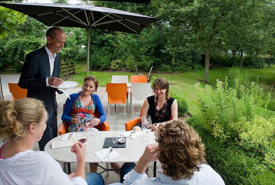 Nederland, Schoonloo, 30 juni 2010.De Loohoeve, restaurant en hotel in Drenthe.Foto (c)  Michiel Wijnbergh