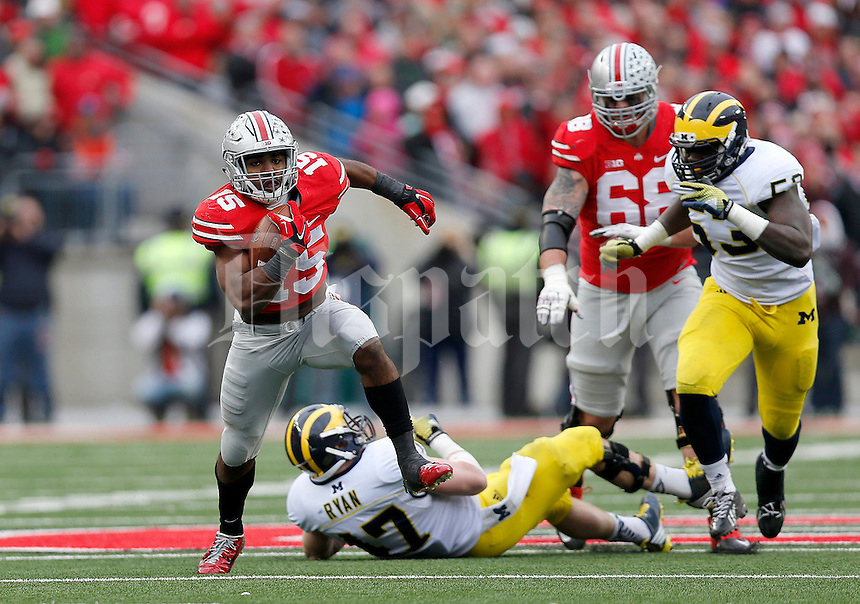 Ohio State Buckeyes running back Ezekiel Elliott (15) runs past Michigan Wolverines linebacker Jake Ryan (47) for a 44 yard touchdown during the fourth quarter of the NCAA football game against Michigan at Ohio Stadium on Saturday, November 29, 2014. (Columbus Dispatch photo by Jonathan Quilter)
