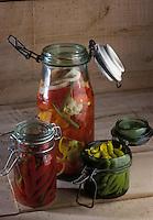Cuisine/Gastronomie Generale: Bocaux de  piments au vinaigre- Pickles