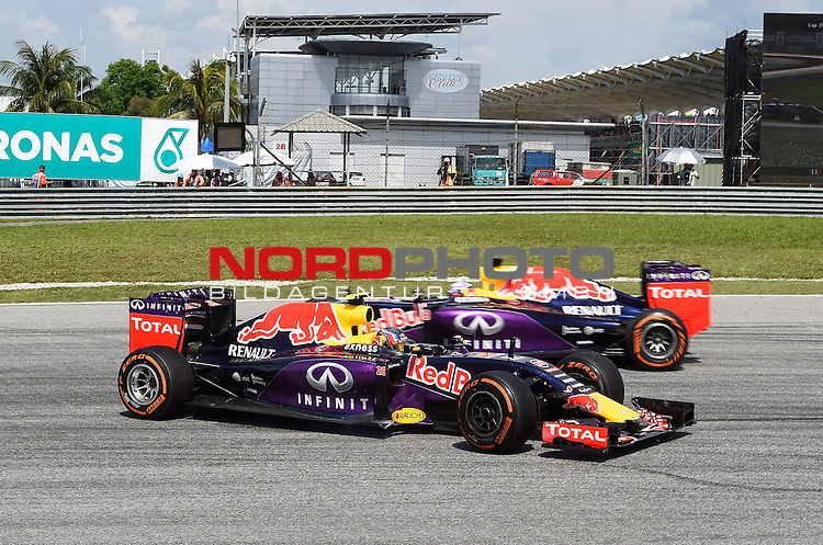 29.03.2011, Sepang-International-Circuit, Malaysia, MAL , Gro&szlig;er Preis von Malaysia / Kuala Lumpur, Training im Bild Daniil Kvyat [RUS], Red Bull Racing - Daniel Ricciardo (AUS) Red Bull Racing<br /> for the complete Middle East, Austria &amp; Germany Media usage only!<br />  Foto &copy; nph / Mathis