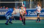 UTRECHT - Valentin Verga (Adam) met links Robbert Kemperman (Kampong)  tijdens de hoofdklasse hockeywedstrijd mannen, Kampong-Amsterdam (4-3).  COPYRIGHT KOEN SUYK