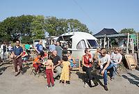 Nederland  Amsterdam  2016. Zondag 25 september was het weer zover ; Tuinen van West Fest.  Het nazomerfestival van de Tuinen van West van Amsterdam. Waar stad en land samen komen, werd de oogst van het jaar gevierd met lokale producten, drankjes en hapjes. MijnStadstuin.  Foto Berlinda van Dam / Hollandse Hoogte