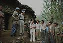 Iran 1979.Abdul Rahman Ghassemlou, a sa gauche, Aziz Mameli, annonce leur liberation a des prisonniers iraniens.Iran 1979.Abdul Rahman Ghassemlou, left Aziz Mameli, releasing Iranian soldiers