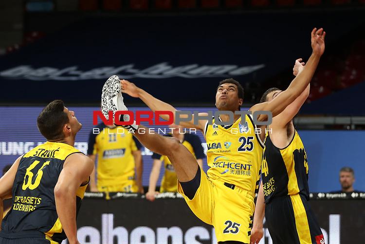 #25 Kenneth Ogbe von Alba Berlin   <br /> Basketball, nph0001 1.Bundesliga BBL-Finalturnier 2020.<br /> Halbfinale Spiel 2 am 24.06.2020.<br /> <br /> Alba Berlin vs EWE Baskets Oldenburg <br /> Audi Dome<br /> <br /> Foto: Christina Pahnke / sampics  / POOL / nordphoto<br /> <br /> National and international News-Agencies OUT - Editorial Use ONLY