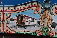 Europe/France/13/Bouches du Rhone/Camargue/Parc Naturel Régionnal de Camargue/Saintes Maries de la Mer: Détail Art Forain, détail d'un manège: Roulotte de gitan