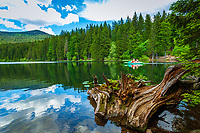 Deutschland, Bayern, Niederbayern, Naturpark Bayerischer Wald, Grosser Arbersee, zwischen Bayerisch Eisenstein und Bodenmais: Tretboot fahren | Germany, Bavaria, Lower-Bavaria, Nature Park Bavarian Forest, Great Arber Lake: pedalos, paddleboat