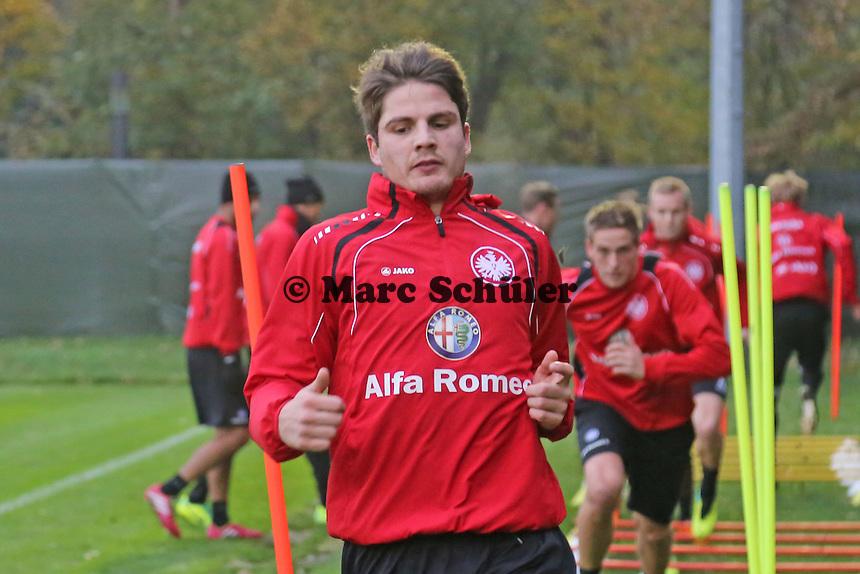 Eintracht macht sich warm - Pirmin Schwegler (Eintracht) trainiert wieder mit