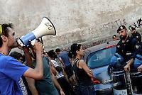 Roma, 21 Luglio 2016<br /> Sgomberato all'alba da Polizia e Carabinieri lo studentato occupato Point Break che dal 2009 ha traformato una palazzina abbandonata in via Fortebraccio in una casa per studenti che ha dato un alloggio a centinaia di giovani che non potevano pagare gli alti costi degli affitti a Roma.