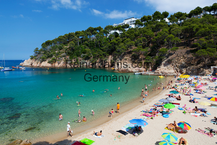 Spain, Catalonia, Costa Brava, Aiguablava, near Begur: View over Platja d'Aiguablava | Spanien, Katalonien, Costa Brava, Aiguablava bei Begur: Platja d'Aiguablava