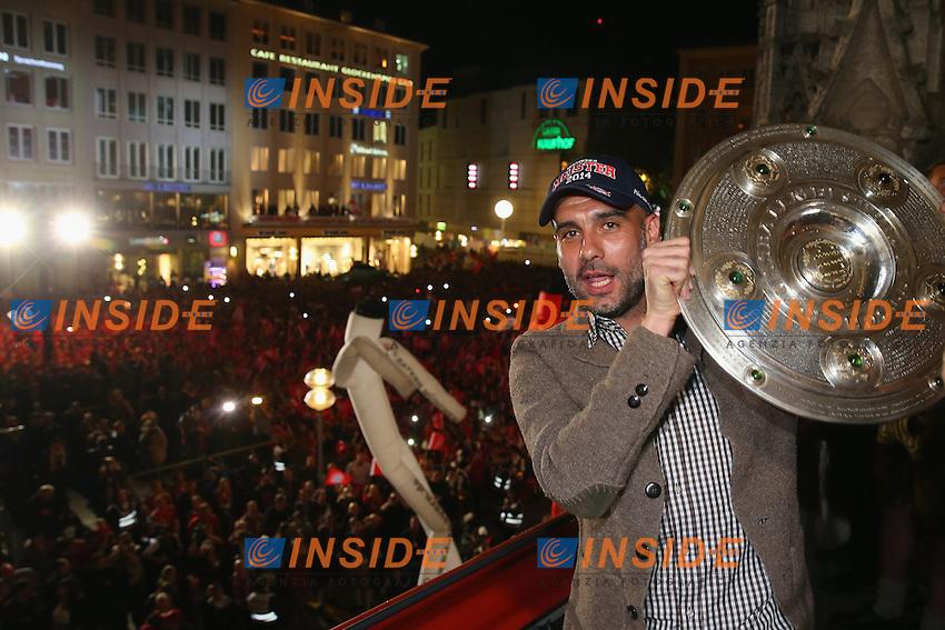 10.05.2014, Marienplatz, Muenchen, GER, 1. FBL, FC Bayern Muenchen Meisterfeier, im Bild Josep Guardiola, head coach of Bayern Muenchen celebrates winning the German championship title Josep Guardiola, // during official Championsparty of Bayern Munich at the Marienplatz in Muenchen, Germany on 2014/05/11. EXPA Pictures © 2014, PhotoCredit: EXPA/ Eibner-Pressefoto/ EIBNER<br /> <br /> *****ATTENTION - OUT of GER***** <br /> Football Calcio 2013/2014<br /> Bundesliga 2013/2014 Bayern Campione Festeggiamenti <br /> Foto Expa / Insidefoto