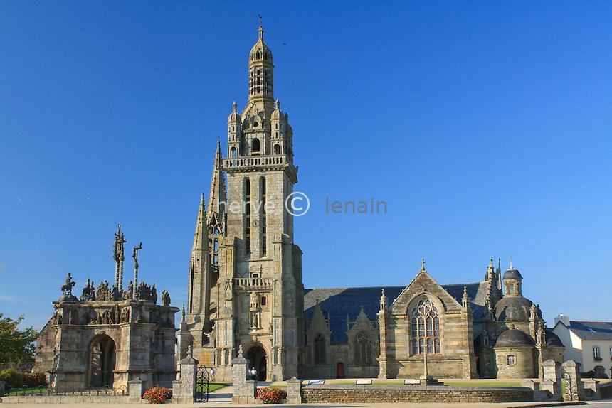 France, Finistère (29), Pleyben, l'église, le calvaire, l'enclos paroissial // France, Finistère, Pleyben, the church, the Calvary, the Parish close