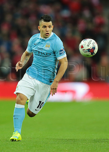 28.02.2016. Wembley Stadium, London, England. Capital One Cup Final. Manchester City versus Liverpool. Manchester City Forward Sergio Agüero focusses on the ball as he attacks the Liverpool defence