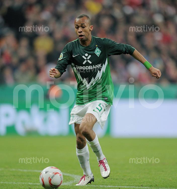 Fussball DFB Pokal:  Saison   2010/2011    2. Hauptrunde  26.10.2010 FC Bayern Muenchen - SV Werder Bremen Wesley (SV Werder Bremen)  am Ball
