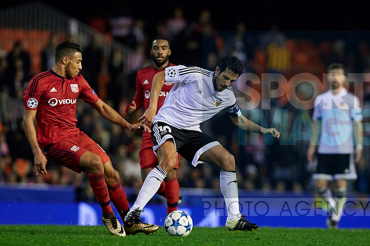 Dani Parejo (C) of Valencia CF competes for the ball with Corentin Tolisso of Olympique Lyonnais - UEFA Champions League Group H - Valencia CF vs Olympique Lyonnais - Mestalla Stadium - Valencia- Spain - 09th December 2015 - Pic David Aliaga/Sportimage
