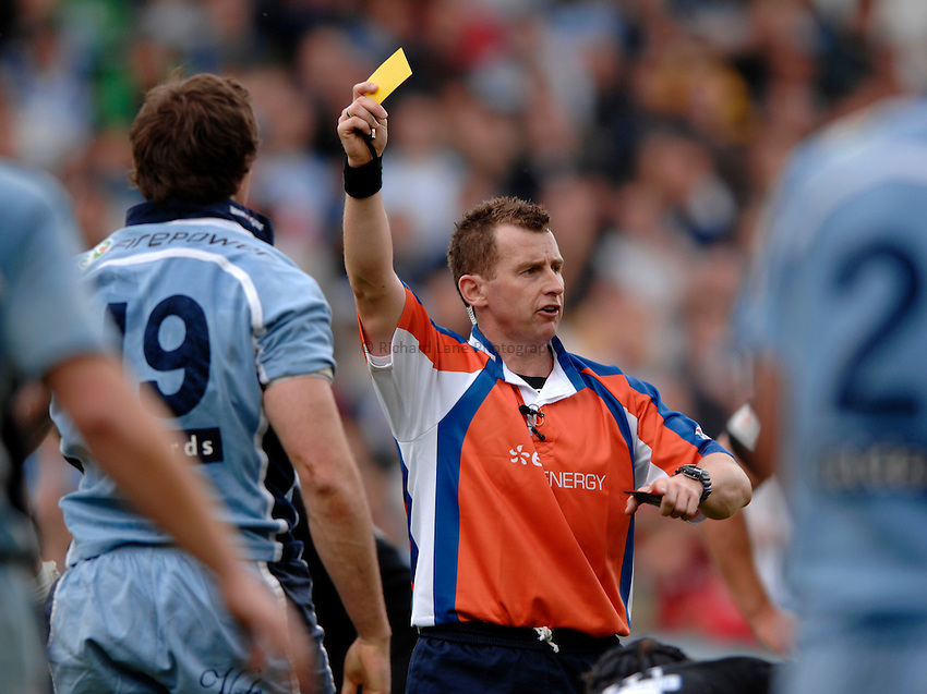 Photo: Richard Lane..Cardiff Blues v London Wasps. EDF Anglo-Welsh Cup. 30/09/2006. .Referee, Nigel Owens.
