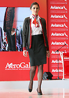 BOGOTA - COLOMBIA- 28 -05-2013: Presentación de los nuevos uniformes diseñados por  Álvaro Reyes para los colaboradores de Avianca (Desfile) .   El presidente de la Junta Directiva de Avianca señor Germán Efrómovich muestra la nueva marca comercial única de Avianca  . The Chairman of the Board Mr. Germán Efromovich Avianca shows the new single brand Avianca<br /> <br />   (Foto: VizzorImage / Felipe Caicedo / Staff)