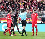 15.02.2020, Stadion an der Wuhlheide, Berlin, GER, 1.FBL, 1.FC UNION BERLIN  VS. Bayer Leverkusen, <br /> DFL  regulations prohibit any use of photographs as image sequences and/or quasi-video<br /> im Bild gelbe Karte für Christopher Trimmel (1.FC Union Berlin #28), #cSchiedsrichter Harm Osmers<br /> <br /> <br />      <br /> Foto © nordphoto / Engler<br /> Foto © nordphoto / Engler