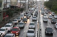 SAO PAULO, SP, 05-06-2012, TRANSITO. Com a chuva que cai em Sao Paulo na manha dessa Terca-feira (05) o transito ficou complicado na Av. Radial Leste sentido centro. Brazil Photo Press.
