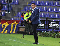 PASTO - COLOMBIA, 21-02-2020: Diego Corredor técnico del Pasto gesticula durante partido por la fecha 6 como parte de Liga BetPlay DIMAYOR I 2020 entre Deportivo Pasto y Envigado F.C. jugado en el estadio Estadio Municipal La Independencia de Pasto. / Diego Corredor coach of Deportivo Pasto gestures during match for the date 6 as part of BetPlay DIMAYOR League I 2020 between Deportivo Pasto and Envigado F.C. played at Municipal La Independencia stadium in Pasto. Photo: VizzorImage / Leonardo Castro / Cont