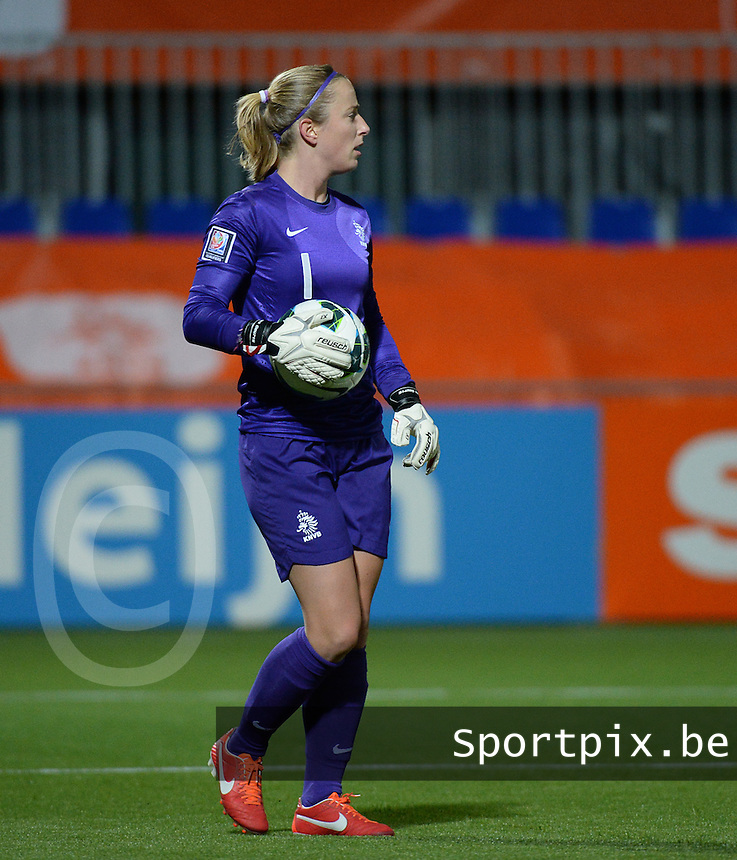 20140212 - ZWOLLE , THE NETHERLANDS : Dutch Loes Geurts pictured during the female soccer match between The Netherlands and Belgium , on the fifth matchday in group 5 of the UEFA qualifying round to the FIFA Women World Cup in Canada 2015 at Het Ijseldelta Stadion , Zwolle . Wednesday 12th February 2014 . PHOTO DAVID CATRY