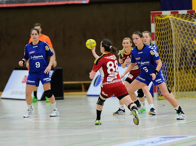 BENSHEIM, DEUTSCHLAND - MAERZ 15: 2. Spieltag in der Abstiegsrunde der Handball Bundesliga Frauen (HBF) in der Saison 2013/2014 zwischen dem Tabellenletzten HSG Bensheim/Auerbach (rot) und dem Tabellenersten der Abstiegsrunde, der HSG Blomberg-Lippe (blau) am 15. Maerz 2014 in der Weststadthalle Bensheim, Deutschland. Endstand 29:32. (16:15)<br /> (Photo by Dirk Markgraf/www.265-images.com) *** Local caption *** #88 Martha Logdanidou von der HSG Bensheim/Auerbach, Noelle Frey (#9) von der HSG Blomberg-Lippe, Xenia Smits (#6) von der HSG Blomberg-Lippe