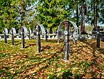 Smerekowiec 08-10-2019. Cmentarz wojenny nr 56 - Smerekowiec – cmentarz z I wojny światowej, zaprojektowany przez Dušana Jurkoviča znajdujący się we wsi Smerekowiec w powiecie gorlickim, w gminie Uście Gorlickie. Jeden z ponad 400 zachodniogalicyjskich cmentarzy wojennych zbudowanych przez Oddział Grobów Wojennych C. i K. Komendantury Wojskowej w Krakowie. Na większości z nich znajdują się emaliowane tabliczki z nazwiskami pochowanych i ich przynależności do jednostek. Na cmentarzu pochowanych jest.23 żołnierzy w trzech grobach zbiorowych oraz 11 pojedynczych poległych w okresie styczeń-kwiecień 1915 roku: 1 Rosjanin i 22 Austriaków.