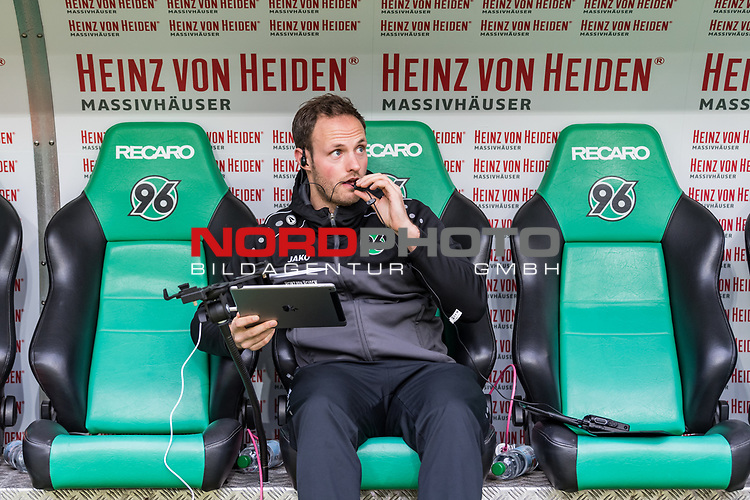 09.02.2019, HDI Arena, Hannover, GER, 1.FBL, Hannover 96 vs 1. FC Nuernberg<br /> <br /> DFL REGULATIONS PROHIBIT ANY USE OF PHOTOGRAPHS AS IMAGE SEQUENCES AND/OR QUASI-VIDEO.<br /> <br /> im Bild / picture shows<br /> Lars Barlemann (Videoanalyst Hannover 96) bereitet Tablet und Headset für Spiel vor, <br /> <br /> Foto © nordphoto / Ewert