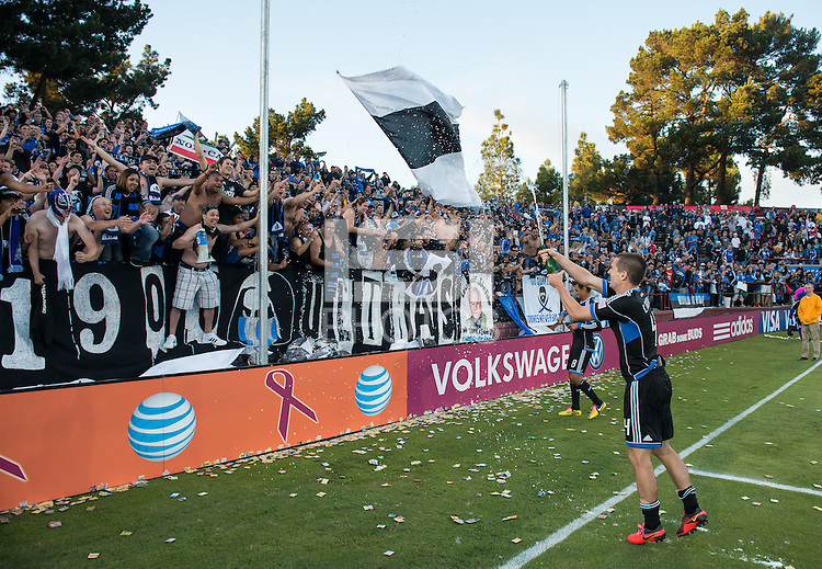 Santa Clara, Ca - Sunday, October 21, 2012: The  San Jose Earthquakes tied the LA Galaxy 2-2 at Buck Shaw Stadium.
