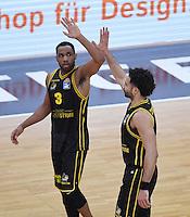 Basketball  1. Bundesliga  2016/2017  Hauptrunde  16. Spieltag  27.12.2016 Walter Tigers Tuebingen - MHP Riesen Ludwigsburg JUBEL Ludwigsburg; Tekele Cotton (li) klatscht Drew Crawford ab