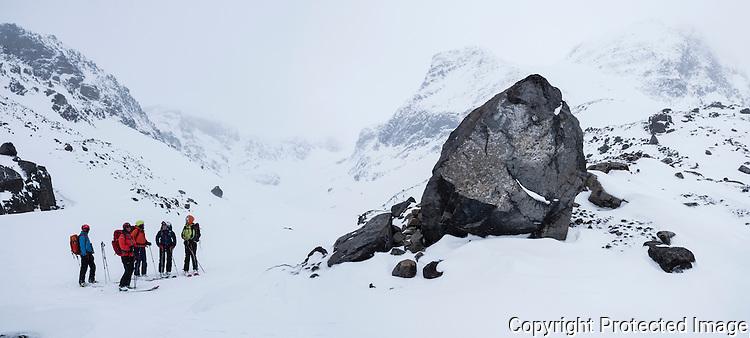 Skiløperer har nettopp kommet ned fra Langfjordjøkelen til Søndre Tverrfjorddalen. ---- Skiers in mountains in Loppa.