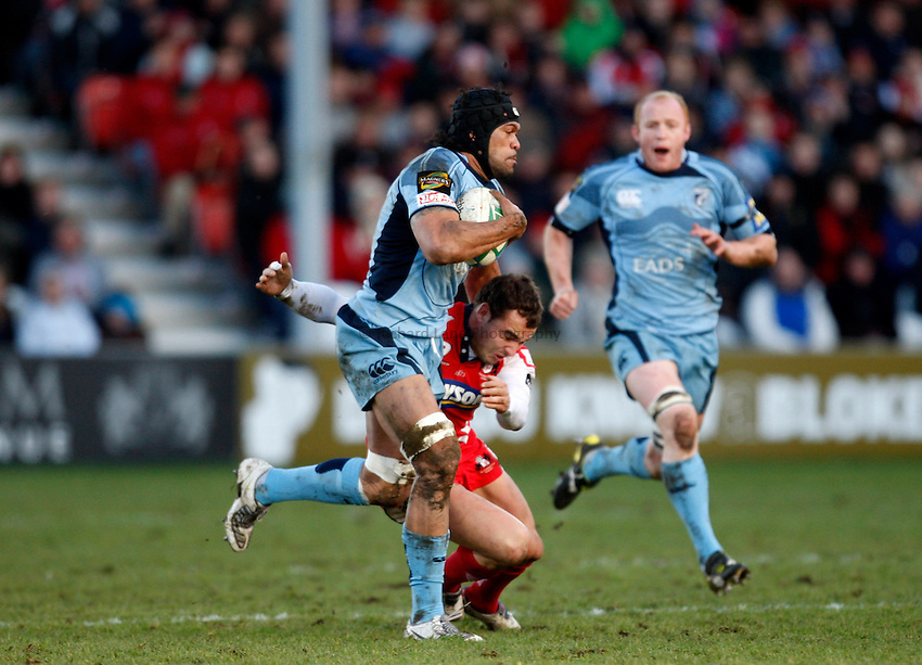 Photo: Richard Lane/Richard Lane Photography. Gloucester Rugby v Cardiff Blues. Heineken Cup. 18/01/2009. Cardiff's Maama Molitika is tackled by Gloucester's Olly Barkley.