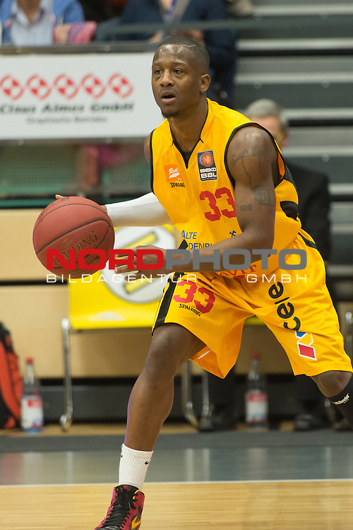 26.02.2014, RASTA DOME 2.0, Vechta, GER, BEKO BBL, RASTA Vechta vs. Telekom Baskets Bonn, im Bild<br /> <br /> Williams Richie (RASTA VECHTA #33)<br /> Jamel McLean (Baskets #15)<br /> <br /> Foto &copy; nordphoto / Kokenge