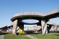 Nederland Rotterdam 2017 . De Luchtsingel in Rotterdam is een tijdelijk 390 meter lange houten voetgangersbrug die het Schieblock met de Hofbogen verbind. Initiatiefnemer architectenbureau Z.U.S won in 2011 het 1e Stadsinitiatief van Rotterdam met dit project. Naast het gewonnen bedrag van € 4 miljoen werd de brug ook gefinancierd door middel van crowdfunding. Foto Berlinda van Dam / Hollandse Hoogte