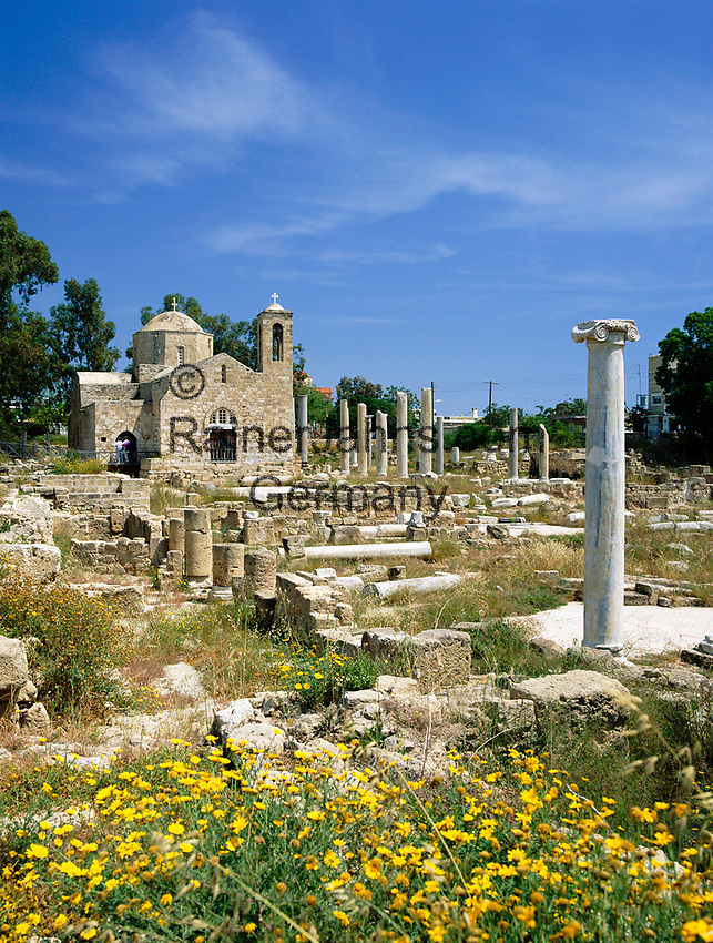 ZYPERN, Sued-Zypern, Paphos: Ayia (Agia) Kyriaki Kirche, auch St. Paul's Pillar Kiche genannt, da sie in unmittelbarer Naehe des St. Paul's Pillar liegt   CYPRUS, South-Cyprus, Paphos: The Ayia Kyriaki Church is often referred to as the church by St. Paul's pillar as it is very close to the pillar