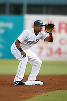 April 10th 2009:  Second baseman Raul Barron of the Dunedin Blue Jays, Florida State League Class-A affiliate of the Toronto Blue Jays, during a game at Dunedin Stadium in Dunedin, FL.  Photo by:  Mike Janes/Four Seam Images