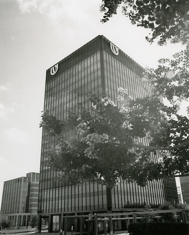 1970 July 20..Redevelopment...Downtown South (R-9)..United Virginia Bank Building..Millard Arnold.NEG# MDA70-84-9.NRHA#..