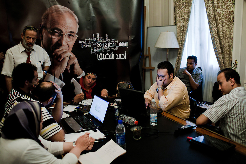 Campaign staff for presidential candidate Ahmed Shafiq await the results at the candidate's campaign headquarters in Cairo, Egypt, May 28, 2012. Photo: ED GILES.