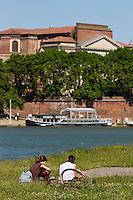 Europe/France/Midi-Pyrénées/31/Haute-Garonne/Toulouse: Les bords de la Garonne, et la Basilique Notre-Dame de la Daurade